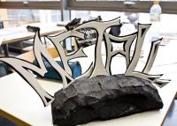 Neben Metall lernen die Berufsschüler auch den Umgang mit anderen Materialien